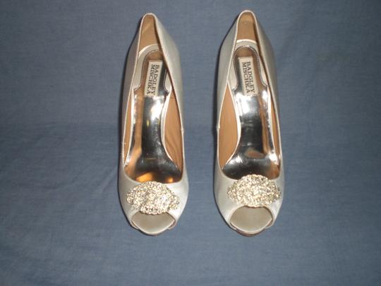 Badgley Mischka Satin Ivory Pumps Image 7