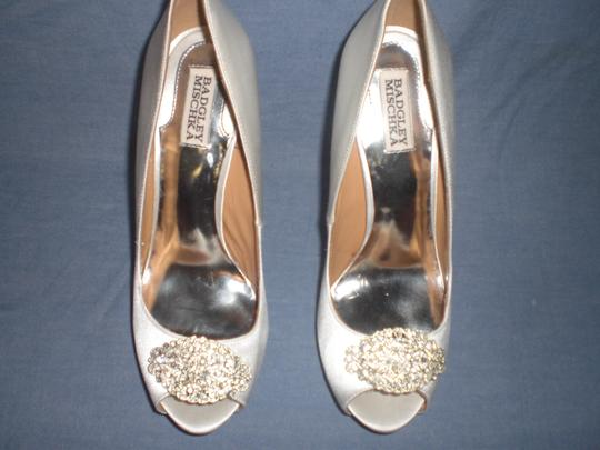 Badgley Mischka Satin Ivory Pumps Image 8