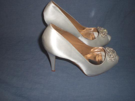 Badgley Mischka Satin Ivory Pumps Image 9