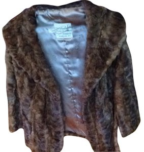 E. BOETTCHER FURRIER MILWAUKEE Fur Cape