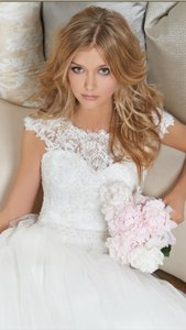 Camille La Vie Ivory Tulle Lace Formal Wedding Dress Size 4 S