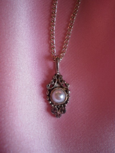 Unknown Silvertone w/faux pearl & crystals necklace