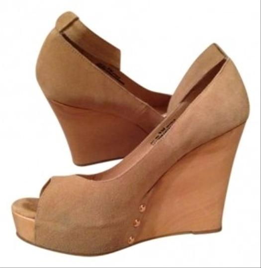 Preload https://item3.tradesy.com/images/chinese-laundry-sand-dresden-wedges-size-us-9-162887-0-0.jpg?width=440&height=440