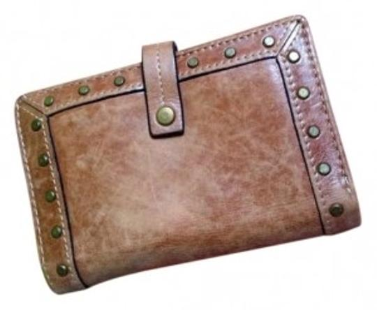 Preload https://item1.tradesy.com/images/fossil-tanbrown-studded-wallet-162970-0-0.jpg?width=440&height=440