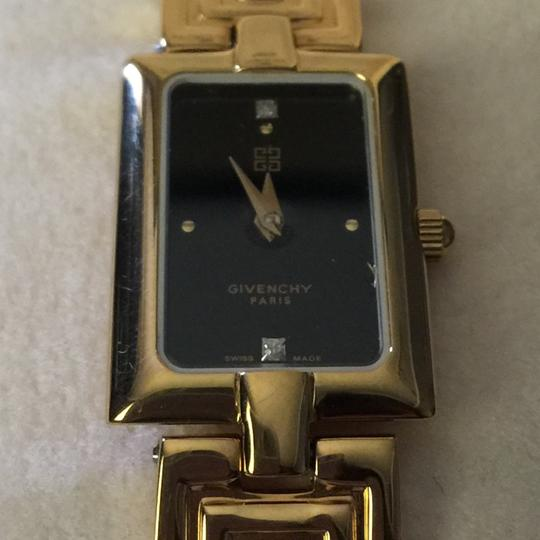 Givenchy gold watch 13120899200 Image 2