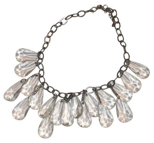 Preload https://img-static.tradesy.com/item/16299607/cache-clear-statement-necklace-0-1-540-540.jpg
