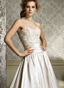 Alfred Angelo Style 882 Wedding Dress