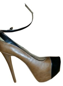 Halston tan Pumps