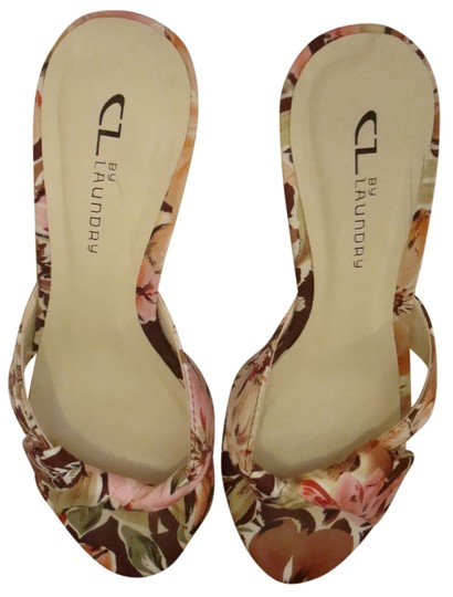 Preload https://item2.tradesy.com/images/chinese-laundry-skylar-floral-print-and-cream-base-formal-1631236-0-0.jpg?width=440&height=440