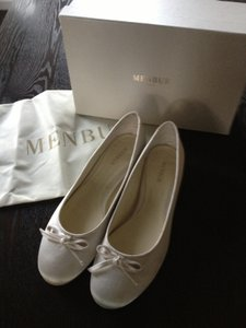 Menbur Ivory Satin Flats with Bow Detail Formal Size US 9.5