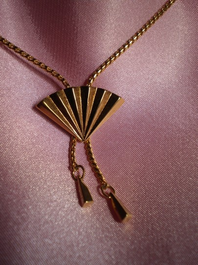 Preload https://item5.tradesy.com/images/gold-adjustable-fan-necklace-163144-0-0.jpg?width=440&height=440