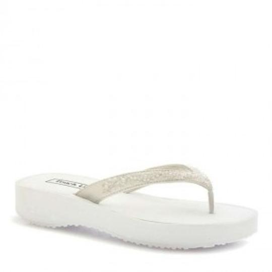 Preload https://img-static.tradesy.com/item/163148/touch-ups-ivory-and-crystals-flip-flops-sandals-size-us-8-0-0-540-540.jpg