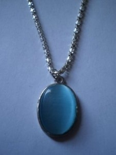 Unknown Opalescent Blue oval necklace