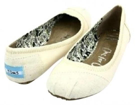 Preload https://item4.tradesy.com/images/toms-cream-ballet-flats-size-us-9-163193-0-0.jpg?width=440&height=440