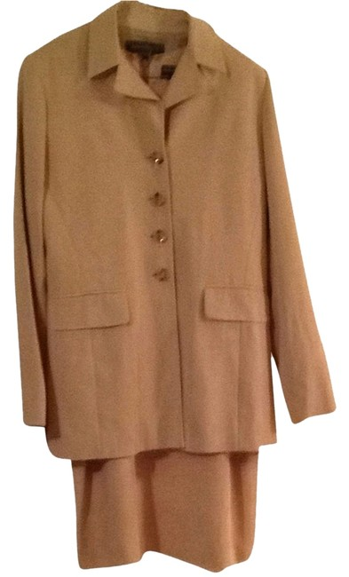 Item - Beige Or Light Tan Dress Blazer & Shift Skirt Suit Size 8 (M)
