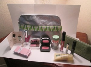 Clinique 13pc. Spring and Summer Sale! Clinique Goodies include: 1 Clinique Large cosmetic bag, Silver and green and white trim front pocket. 1 Small cosmetic bag/coin purse, green color.