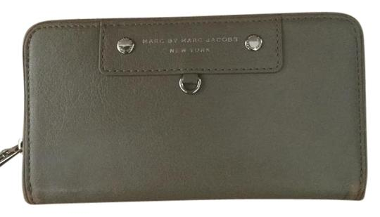 Preload https://img-static.tradesy.com/item/16337197/marc-by-marc-jacobs-taupe-zip-around-wallet-0-2-540-540.jpg