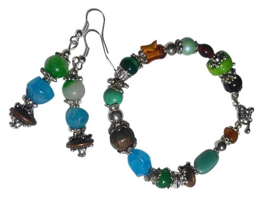 Preload https://img-static.tradesy.com/item/16338523/green-brown-blue-new-handmade-stone-glass-wood-earrings-j2664-bracelet-0-1-540-540.jpg