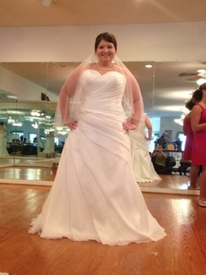 Allure Bridals Off White Wedding Dress Size 16 (XL, Plus 0x)