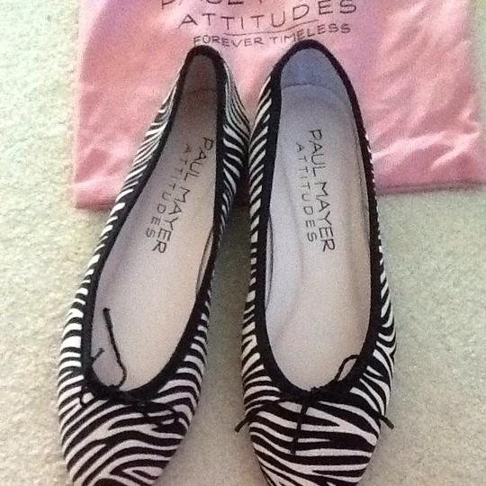 Paul Mayer Black and white Flats