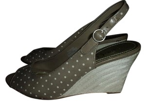 Nine & Co. Polka Dots Open Toe Wedge Brown & White Wedges