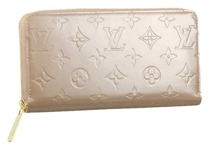 Louis Vuitton Patent Leather Zippy Wallet in Monogram Vernis