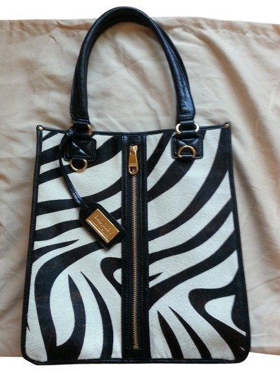 Preload https://item1.tradesy.com/images/badgley-mischka-tote-bag-black-and-white-zebra-print-1635860-0-0.jpg?width=440&height=440