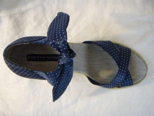 Tommy Hilfiger Heel Open Toe Ankle Tie 8.5 M Braided Rope Detail Like New Blue w/White Polka Dots Wedges