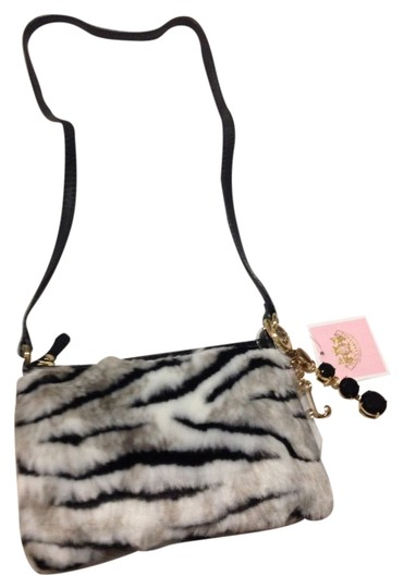Preload https://img-static.tradesy.com/item/1636594/juicy-couture-black-and-white-faux-fur-cross-body-bag-0-0-540-540.jpg