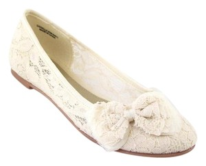 Chinese Laundry Beige Flats
