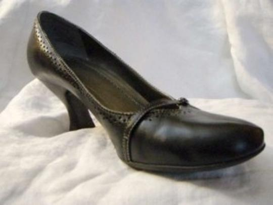Naturalizer Leather Mary Jane Oxford Detailing 3 Inch Heel Black Pumps