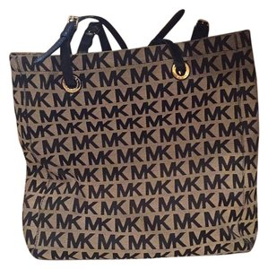 Michael Kors Tote in Black And Beige