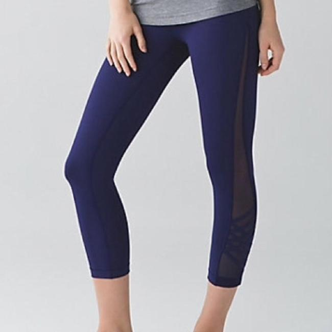 Preload https://img-static.tradesy.com/item/16373647/lululemon-hero-blue-minimalist-activewear-capriscrops-size-8-m-29-30-0-2-650-650.jpg