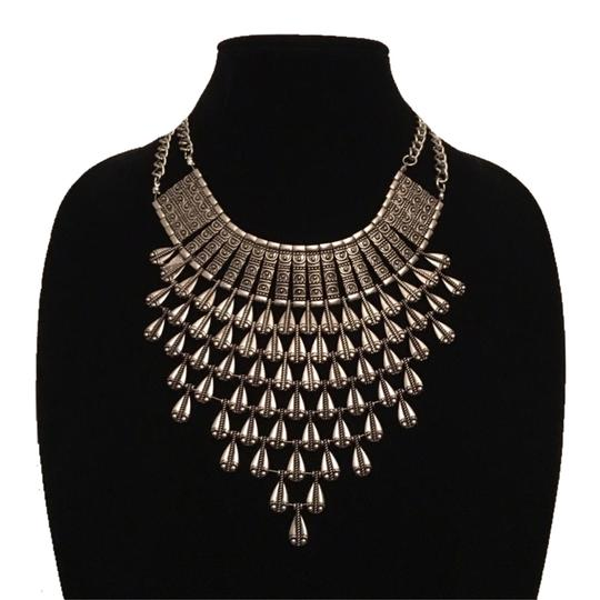 Preload https://img-static.tradesy.com/item/16373974/gold-3-tier-layered-chunky-chain-statement-necklace-0-5-540-540.jpg