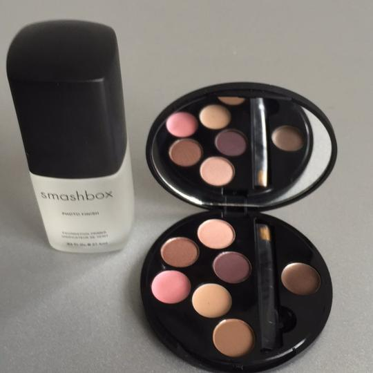 Smashbox Photo Finish Primer And Discovery Palette.
