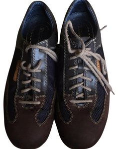 I. Travel Navy and brown Athletic