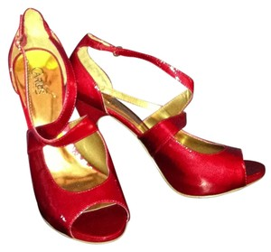 Carlos Santana Red Patent Leather Pumps