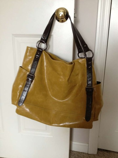 Preload https://item3.tradesy.com/images/shiraleah-mustard-and-brown-weekendtravel-bag-163797-0-0.jpg?width=440&height=440