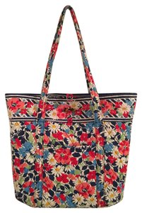 Vera Bradley Machine Washable Tote in Summer Cottage