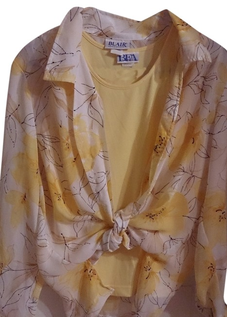 Preload https://item1.tradesy.com/images/blair-tradesy-top-yellow-floral-1638335-0-0.jpg?width=400&height=650