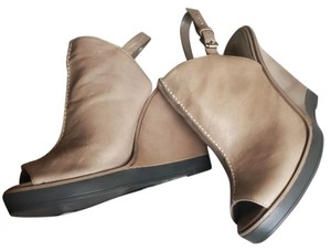 BCBGMAXAZRIA Leather Peep Toe Wedge Sandal Rock Bruana Wedges