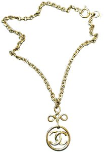 Chanel 1990's Gold Chanel Chain Necklace, Beautiful Clasp, Logo Pendant