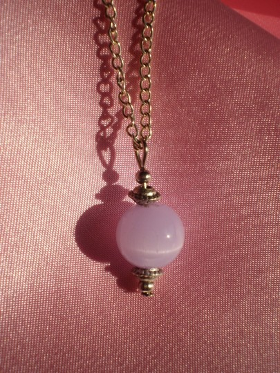 Unknown Like new Pale Lavender cat eye necklace