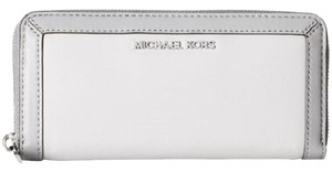 Michael Kors Continental Wallet / Jet Set Frame Out Pearl Gray / Steel Gray Clutch