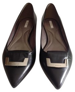 Geox Soft Leather Italy Coveted Pointy Toe Elegent Classic Style Black with silver buckle embelishment Flats