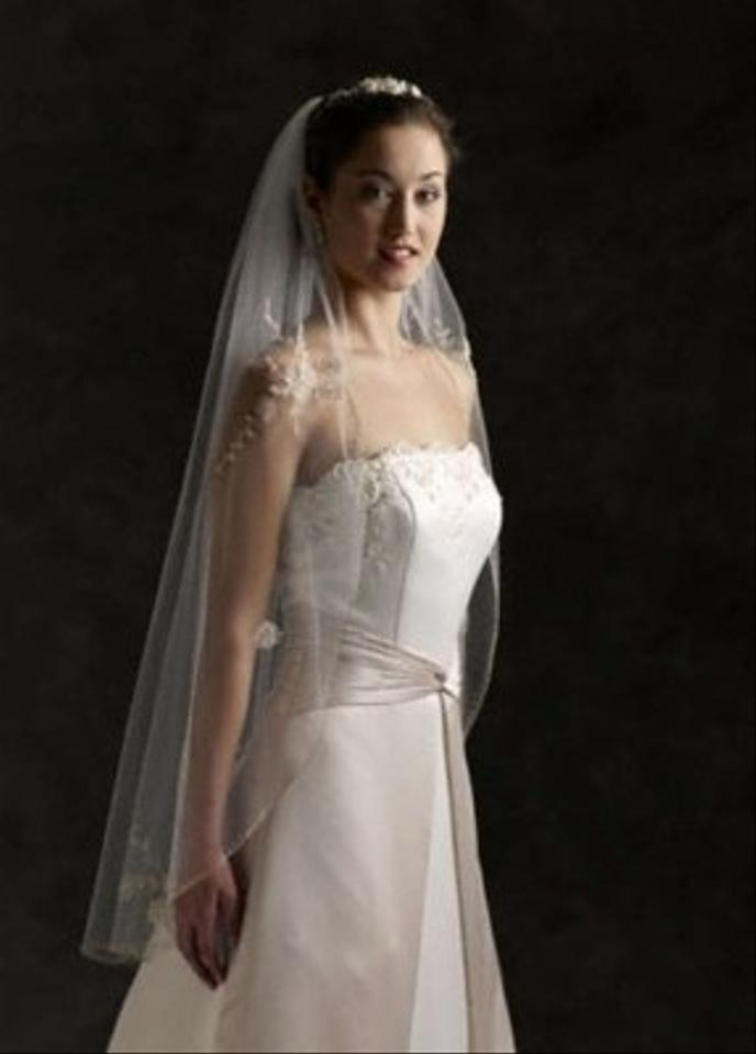 Bridal and Veil Bridal Gowns carries the largest selection of couture wedding dresses, designer exclusives, plus size wedding gowns, headpieces and accessories.