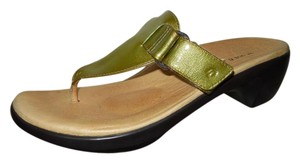 Aravon Leather Thong green Sandals
