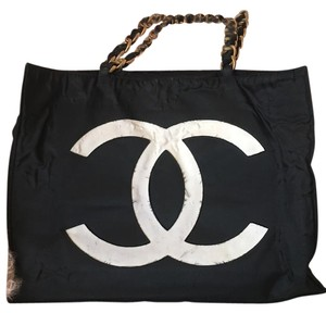 Chanel Xl Vintage Jumbo Tote in Black and white