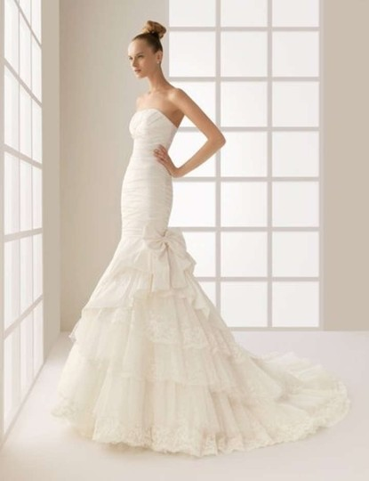 Preload https://item4.tradesy.com/images/rosa-clara-ivory-satin-and-lace-modern-wedding-dress-size-6-s-163993-0-0.jpg?width=440&height=440