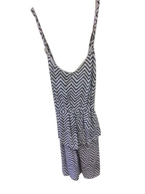Preload https://item5.tradesy.com/images/o-neill-black-and-white-above-knee-short-casual-dress-size-8-m-164-0-0.jpg?width=400&height=650